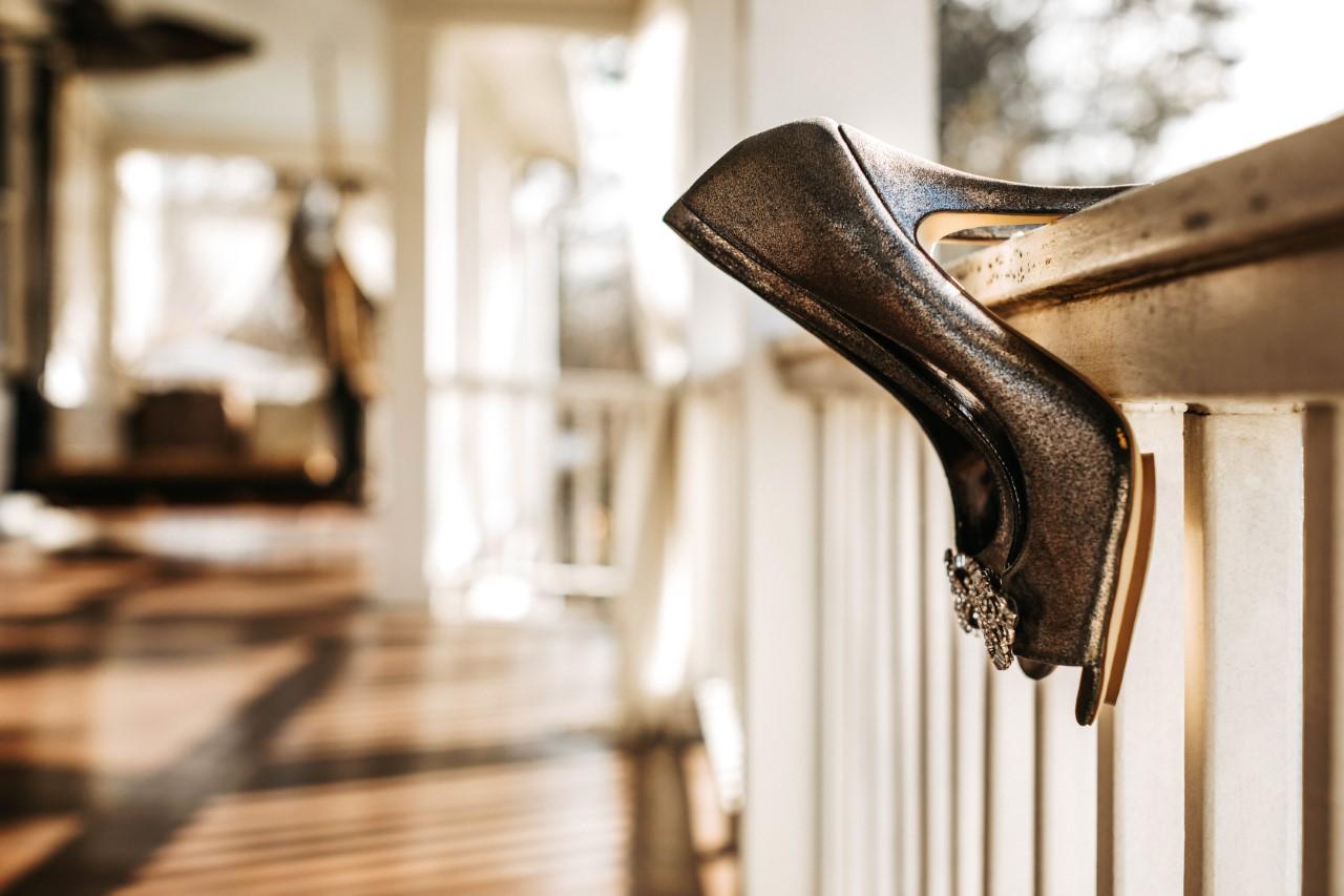 heels-on-railing